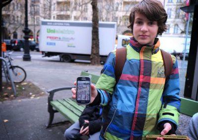 Schüler mit Wheelmap-App