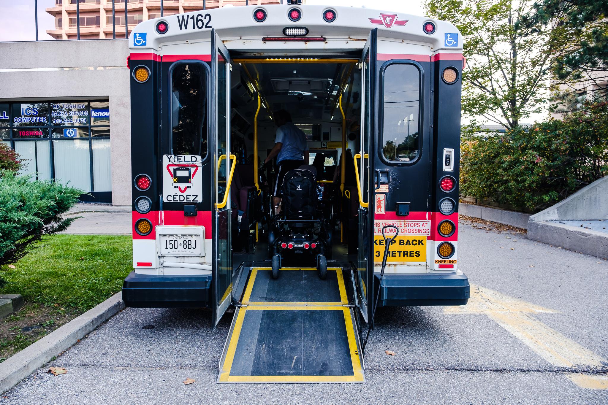Den Wheel-Trans kann man 24 Stunden vor Fahrtantritt vorbestellen.