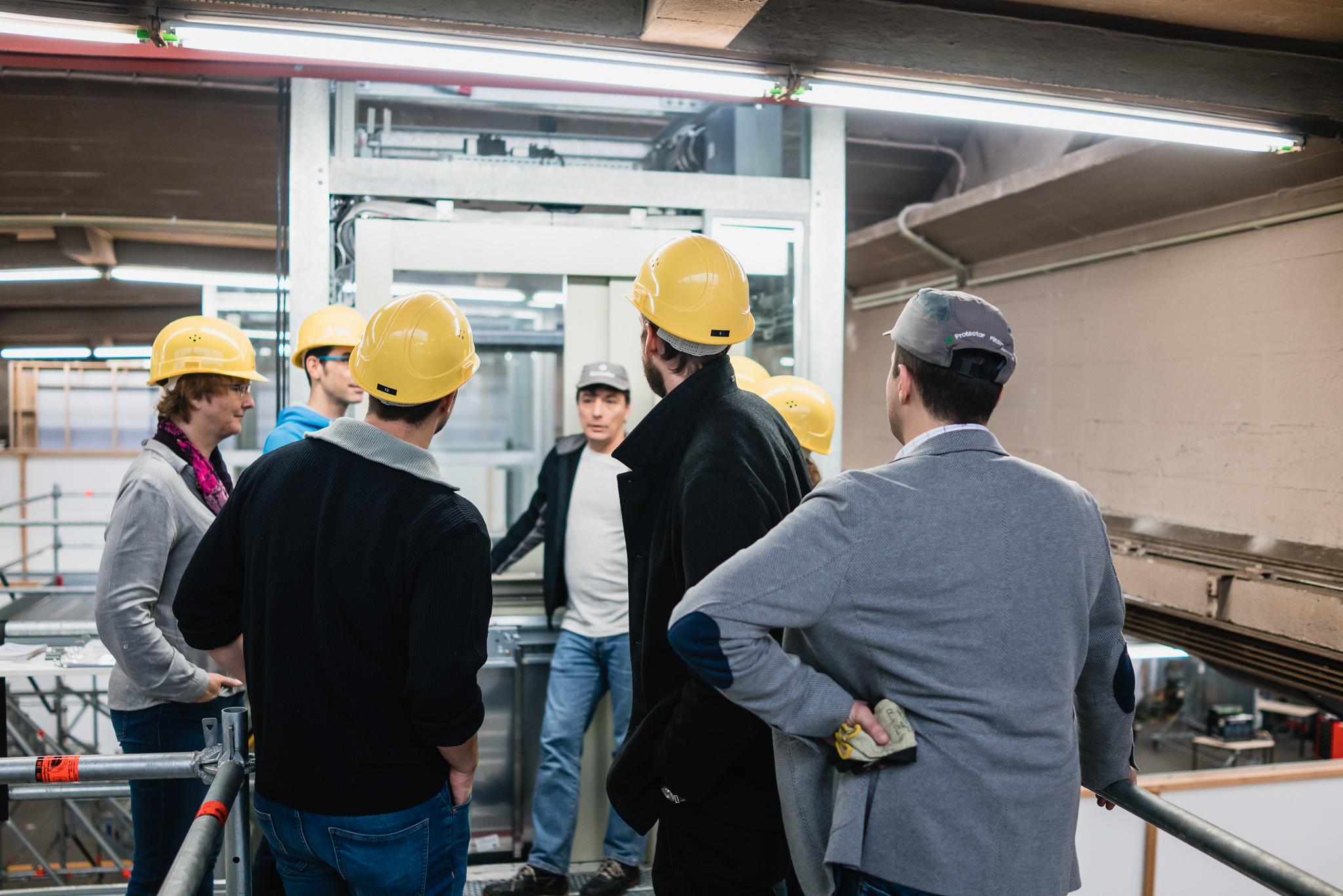 Wir lernten vor Ort von den technischen Experten Schindlers viel über die Funktions- und Bauweise von Aufzügen...