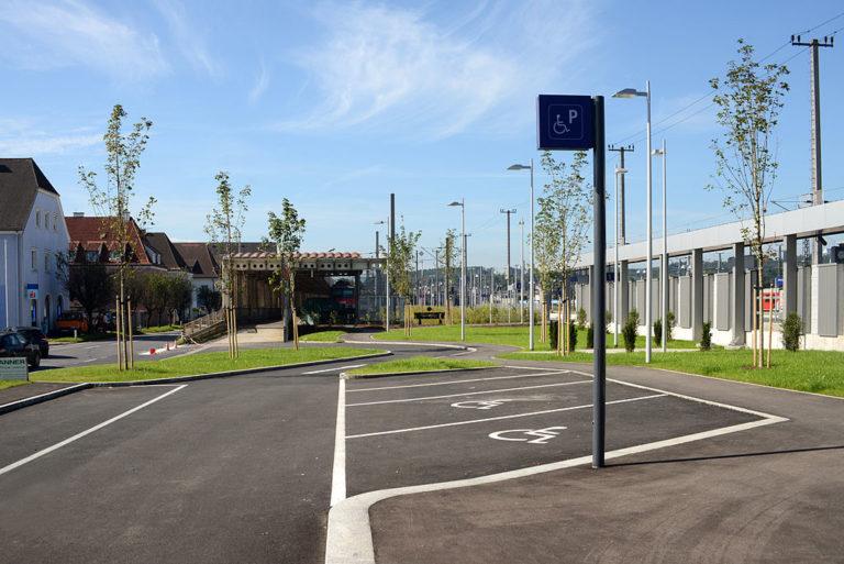 Die Behindertenparkplätze am Bahnhof Attnang Puchheim